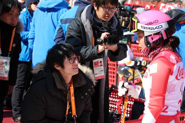 ミックスゾーンで日本人記者のインタビューに答える本堂杏実