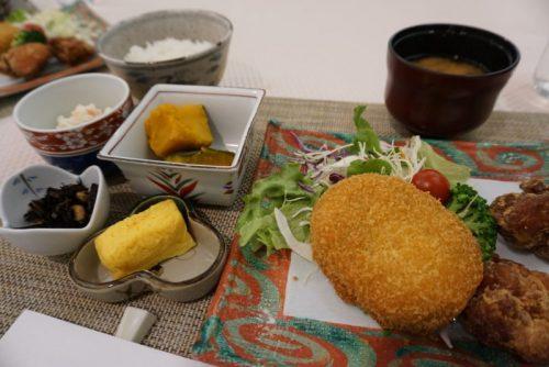 コンビニ総菜で作った夕食でも味も栄養バランスも本格派