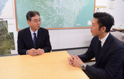 仙台市経済局長の遠藤和夫さんとサーキュレーション執行役員・福田悠さん