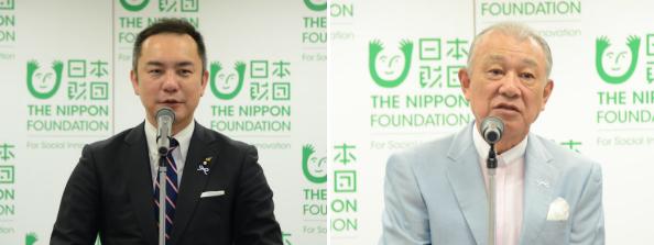 挨拶する鈴木会長=左=と笹川会長