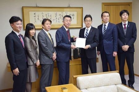 新潟市長選の立候補予定者4人に 野党系初の名乗り