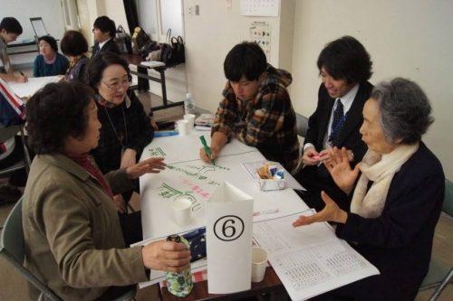 青森県鯵ケ沢町議会の議員と婦人会のワールドカフェ