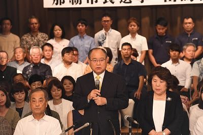 那覇市長選 翁長政俊氏が正式に出馬を表明 一騎打ちの公算