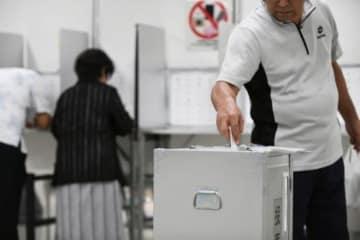 竹富と津堅、あす投票 沖縄県知事選 台風接近で繰り上げ