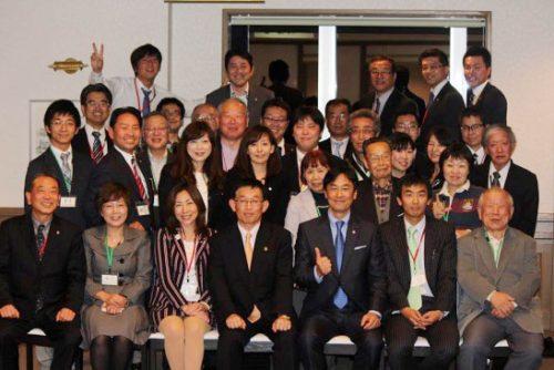 2015年地域政党サミットin神戸 (前列左から4人目)泉房穂明石市長