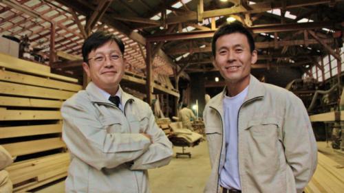 代表取締役・横川総一郎さんと二代目棟梁・有馬茂さん