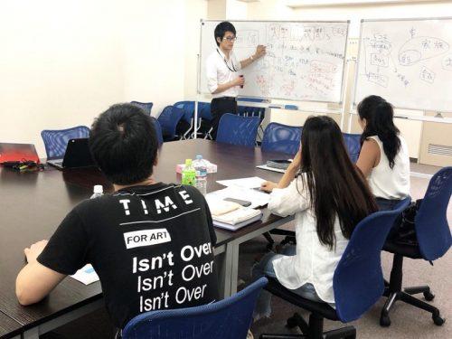 内容はかなり実践的。講師は元受講生が務める。こうしたサイクルが確立されることで、どんどん教育体制が充実していく