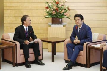 玉城氏、辺野古移設の反対を表明 首相「負担軽減へ結果出す」