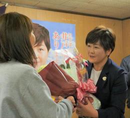遠野に63年ぶり女性市議 佐々木さん支持集めトップ当選 「悩み話せる存在に」