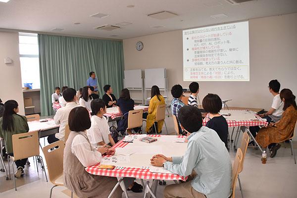 学生と自治体職員の「対話の学び場」の様子