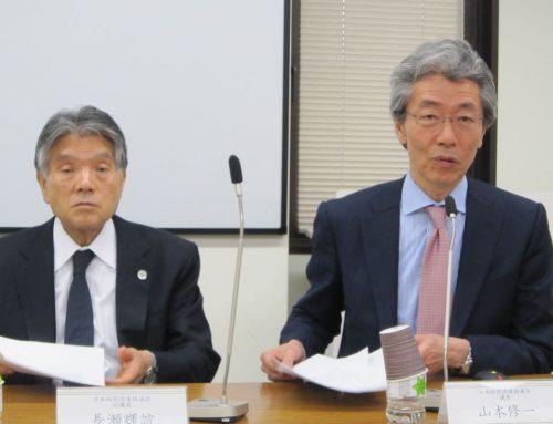 11月30日の日本病院団体協議会・代表者会議後に、記者会見に臨んだ山本修一議長と長瀬輝諠副議長