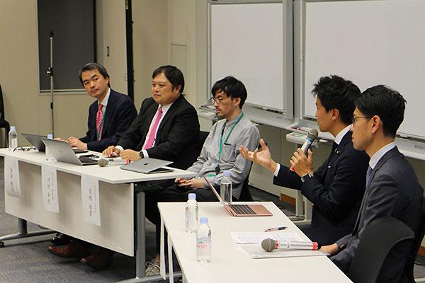 12月のネット投票セミナーに登壇する河村准教授(左から2人目)