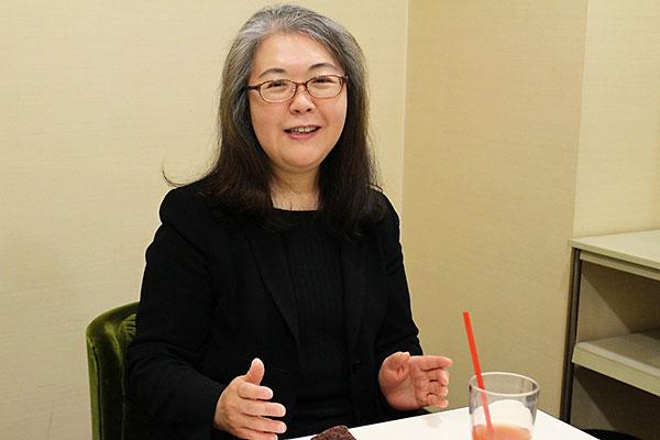 インタビューに応じる株式会社学宣濱田麻紀社長