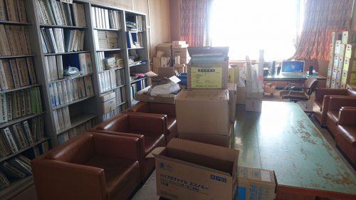 「したふり議会」の議会図書室_
